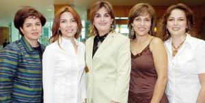 Sandra Zarzar de Faccuseh celebró su cumpleaños con un desayuno, acompañada por sus amigas Angélica, Teraly, Lourdes y Marcela.