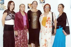 Soledad Gordillo con sus hermanas Ángeles, Rosa Elena, Martha y Guillermina.