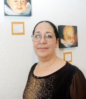 Soledad Gordillo con sus obras.