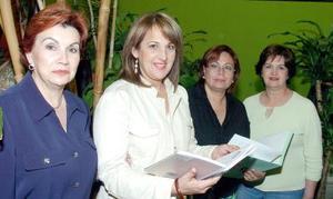 Cristy de Morales, Luz de Abraham, Marisa de Morales y Cristy Moreno.
