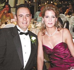 Eduardo Barrios y Pamela López de Barrios.