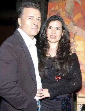 El artista Jorge Salcido y su esposa Cecilia de Salcido.
