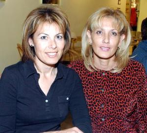 Margot de Hernández y Lourdes de Gutiérrez.