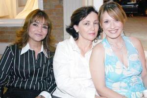 Mayela de Reyes, Laura Villarreal de Grageda y Laura Grageda.