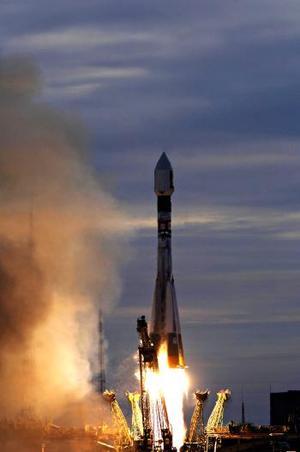 La sonda Venus Express de la Agencia Espacial Europea despegó del cosmódromo de Baikonur, Kazajstán, viró hacia el noroeste sobre el desierto y entró en órbita alrededor de la Tierra.