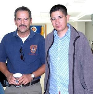 Miguel Barnes viajó a Cancún, lo despidió Raúl Galvez