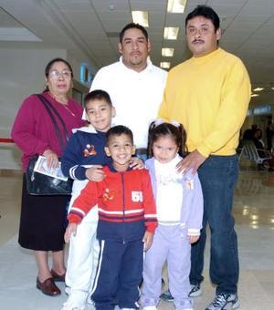 Olga Santana viajó a Hermosillo y fue despedida por la familia Wilson