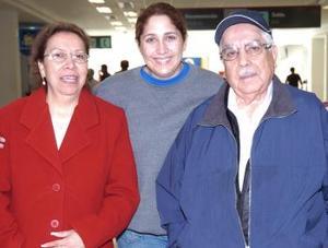 <b>09 de noviembre 2005</b><p> Vicente Hernández y Ofelia Juárez viajaron al DF, las despidió Alicia Arteaga.