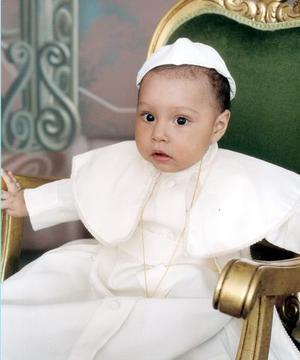 Carlos Enrique de Santiago Chavarría; es hijito de Carlos Alberto de Santiago Jacobo y Virginia Chavarría Aguirre .