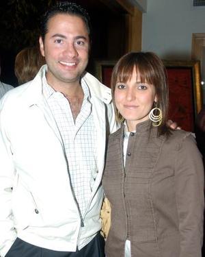 <b>08 de noviembre 2005</b><p> Manuel Villegas y Rocío Cabranes.