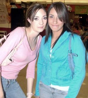 <b>09 noviembre 2005</b><p> Ale Hoyos y Ana Cadena.