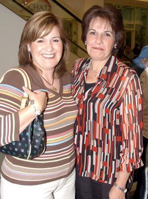 <b>09 noviembre 2005</b><p> Lucía de Martínez y Elba López de Cervantes.