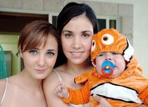 <b>10 de noviembre</b><p> Marcela Albéniz, Cristina  Albéniz de Ortega y Víctor Ortega Albéniz.