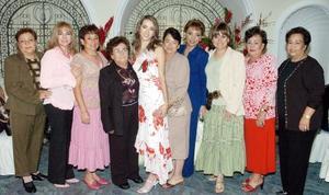 <b>10 de noviembre 2005</b><p> Lucy Torres Romo en su despedida de soltera, acompañada por Francisca de Romo, Mary Romo, Silvia de Leal, Juanita de Romo, Olivia de Torres, Diana Ramírez, Lety de Mendoza, Alicia Romo y Carmela de Romo.