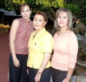 Las anfitrionas, Georgina de Manjárrez, Norma de Hernández y Carmelita Ávalos.