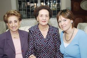 María Elena de Fernández, María Luisa de Papadópulos y Gaby de García, asistieron a una agradable reunión.