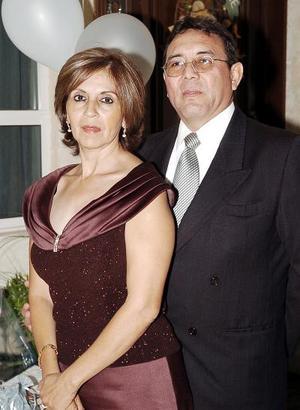Nora Lucía Chávez de Venegas y René Venegas Cisneros festejaron su 25 aniversario de matrimonio.