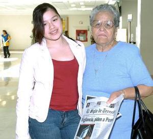 Cindy Roxane viajó a Los Ángeles, la despidió Josefina de Bustos.