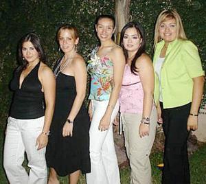 María Renée Montes Ruelas disfrutó de una amena fiesta de despedida junto a familiares y amigas.