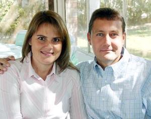 <b>11 de noviembre 2005</b><p> Rocío y Carlos González.