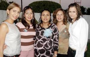 <b>11 de noviembre 2005</b><p>  Por el cercano nacimiento de su primer bebé, a Magdalena Ríos de Alvarado le ofrecieron una fiesta de canastilla Lucía González, Evelyn Torres, Rocío de Esparza y Yolanda Ávila..