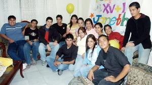 Janeth Félix en su fiesta de cumpleaños con sus amigos Keshia, Natalia, Mariana, Evelyn, José Ulises, Lucero, Melissa, Édgar, Jorge, Édgar y Armando, entre otros más.
