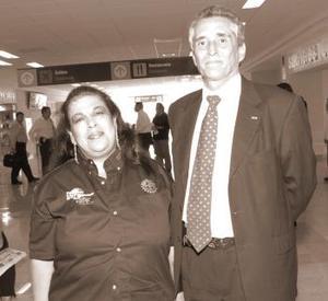<b>12  de noviembre 2005</b><p> Procedente de la Ciudad de México llegó Fernando Ocampo, lo recibió Leticia Dávila.