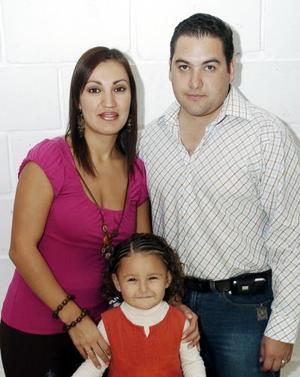 Carlos Gerardo Rendón Reyes y Liliana Orduña de Rendón festejaron con divertida piñata a su hijita Andrea Rendón Orduña, al cumplir cuatro años de vida.