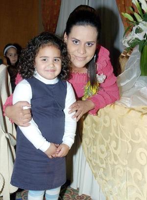 <b>12 de noviembre</b><p> Anilú Sarmiento de Flores, captada en la fiesta de canastilla que le ofrecieron para el bebé que espera, acompañada por su hija Marijo Flores.