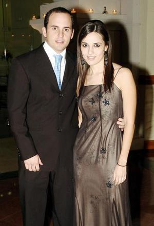 <b>12 de noviembre 2005</b><p> Alfredo Fernández y Nora González, en una recepción nupcial.