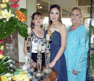 La futura novia junto a su mamá, Pilar Anaya de Moreno y su suegra, Irma Núñez de Murra.