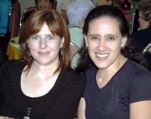 Elena González y Karina Fernández.