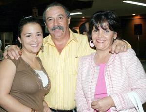 Lorena, Claudio y Netty Castañeda.