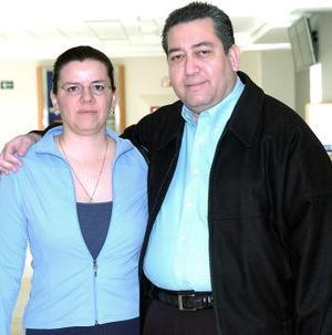 <b>13  de noviembre 2005</b><p> Simón Vargas viajó al DF y fue despedido por Ana Cristina Vargas.