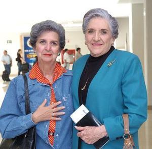 María de Lourdes viajó al DF y fue despedida por Martha González..