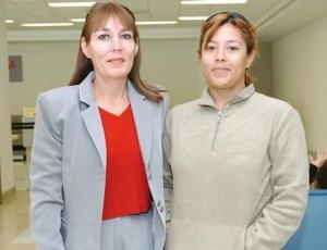 <b>14  de noviembre 2005</b><p> Rosa Esther Alcalá viajó a Tijuana y fue despedida por Jéssica Adame.