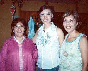 María René Montes Ruelas acompañada por Tita Ruelas de Aviña y su mamá Pame Ruelas de Montes