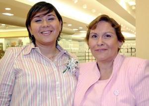 Elia Teresa de Orona junto a su mamá, Sra. Elia de León de García..