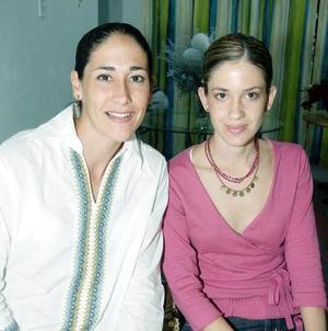 Rosa María Pico de Dávila y Mónica Leal..