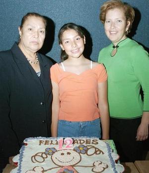 Melissa García Gutiérrez celebró su cumpleaños junto a sus abuela y su mamá