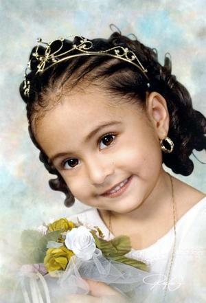 Niña Alexa Camila Hernández, en una foto de estudio.