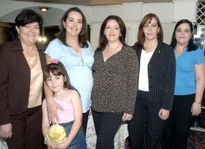 Diana Estavillo de Martínez y Maisa Estavillo de Webb fueron festejadas con una reunión por el cercano nacimiento de sus bebés.