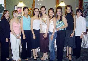 <b>14 de noviembre 2005</b><p> Oneyda Alonso, Claudia Carlos, Amy Reyes, Dulce Sáenz, Liliana Itrurriaga, Karla Anaya, Aranzazú y Silvia, acompañaron a Marú Córdova.