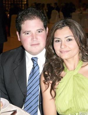 Jorge Dávila y María Dabdou.