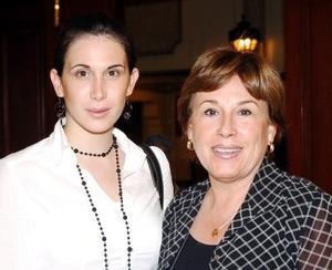 Lucía y Mary Sada.