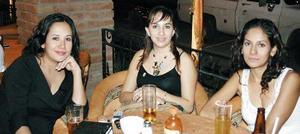 Mague Silveyra, Araceli de González y Elizabeth Valdez.