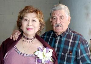 Román Cabrales Tamayo y Delia Hamabata de Cabrales celebraron sus Bodas de Oro.