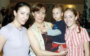 Susana de Valdés, Susana de Veyán, Charly Valdés y Ana Karla Veyán.
