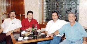 Ernesto García, Fernando Madero, José Antonio, y JavierAguirre.