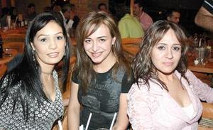 Faby Escalante, Graciela Villalobos y Vanessa Delgadillo.